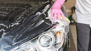 Laver sa voiture à la main sans polluer